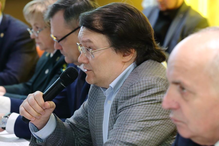Издатель «Континента Сибирь» и модератор круглого стола Вадим Кашафутдинов