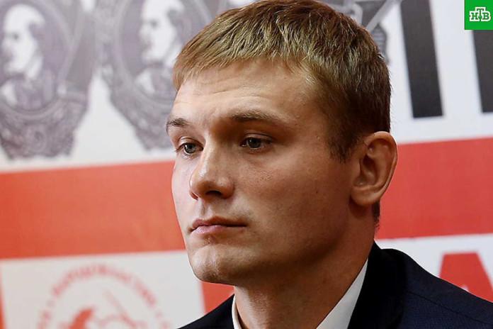 Валентин Коновалов утвердил четырехкратную надбавку к своей зарплате «за особые условия труда»