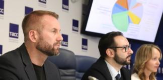 (Слева) генеральный директор Агентства инвестиционного развития Новосибирской области Александр Зырянов