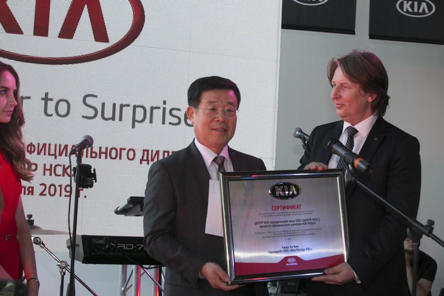 Купить Kia Sportage New в кредит, Новосибирск ✓ Рассрочка 0% ✓ Кредит 3.5% без первоначального взноса, Одобрение 95%, 26 банков-партнеров.