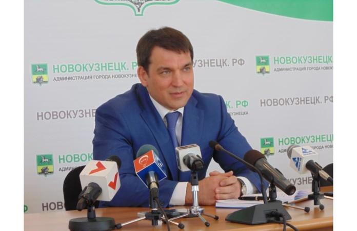 Глава Новокузнецка отстранил от должности чиновника за коррупцию