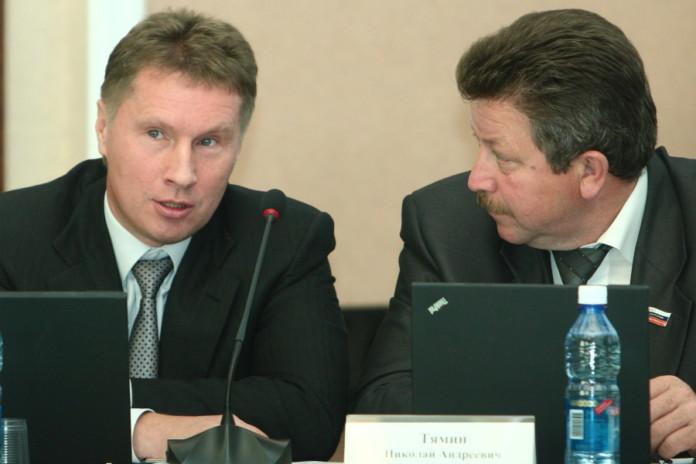 Александр Манцуров (слева) не потерял интерес к политике