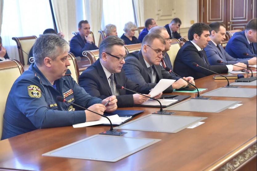 Андрей Травников призвал усилить противопожарную профилактику в период майских праздников