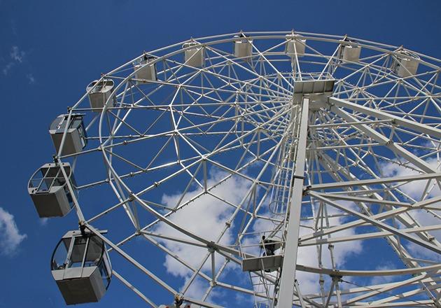 На Михайловской набережной в Новосибирске запустят новое 70-метровое колесо обозрения