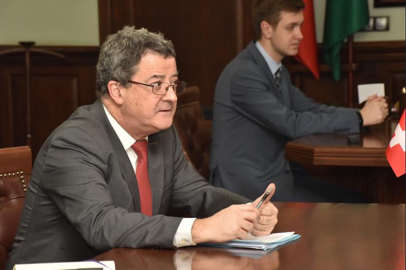 Андрей Травников обсудил с послом Швейцарии укрепление двусторонних отношений