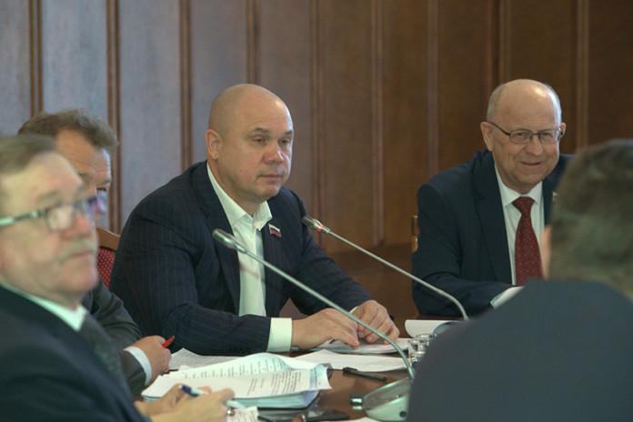 Председатель комитета Игорь Гришунин (слева) и его заместитель Александр Козлов (справа)