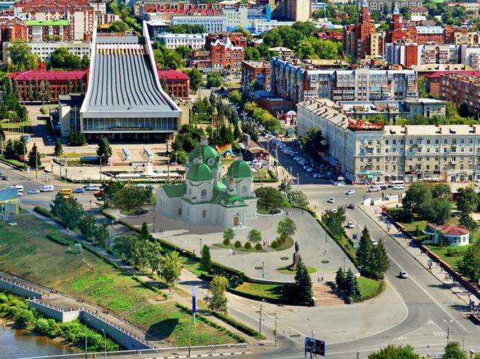 Миниатюра для: Омский экс-губернатор Леонид Полежаев предложил построить храм на месте Ленинского сквера