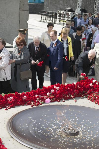 Возложение цветов в Сквере Победы