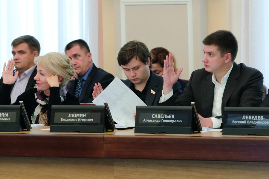 Екатерина Митряшина, Владислав Люмин, Александр Савельев (на переднем плане слева направо)