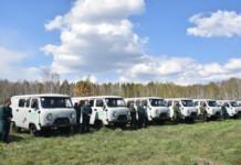 Андрей Травников подарил лесоводам специальные автомобили повышенной проходимости