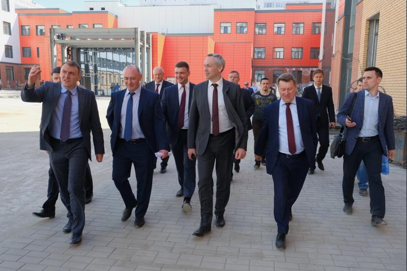 Андрей Травников посетилновосибирские школы,строящиесяв рамках нацпроекта «Образование»