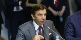 Экс-министра Михаила Абызова оставили под стражей еще на два месяца