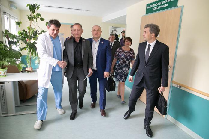 Миниатюра для: Новосибирские депутаты начали сотрудничество с центром нейрохирургии