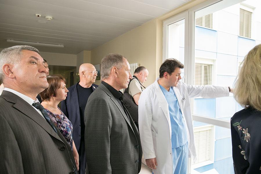 Новосибирские депутаты начали сотрудничество с центром нейрохирургии - Фото