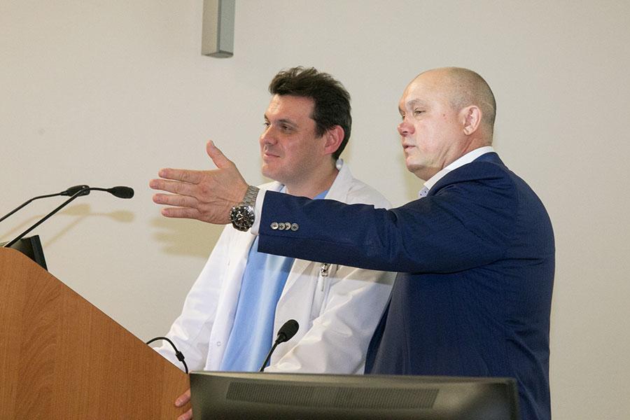 Новосибирские депутаты начали сотрудничество с центром нейрохирургии - Фотография