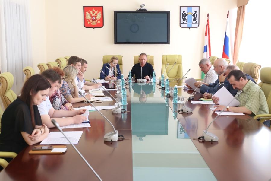 В заксобрании Новосибирской области обсудили способы борьбы с «серыми» зарплатами