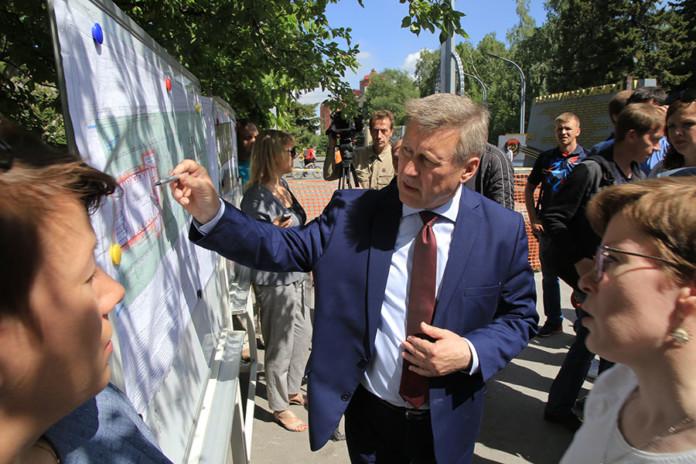 Анатолий Локоть поставил задачу завершить реконструкцию Монумента Славы и сквера осенью 2019 года