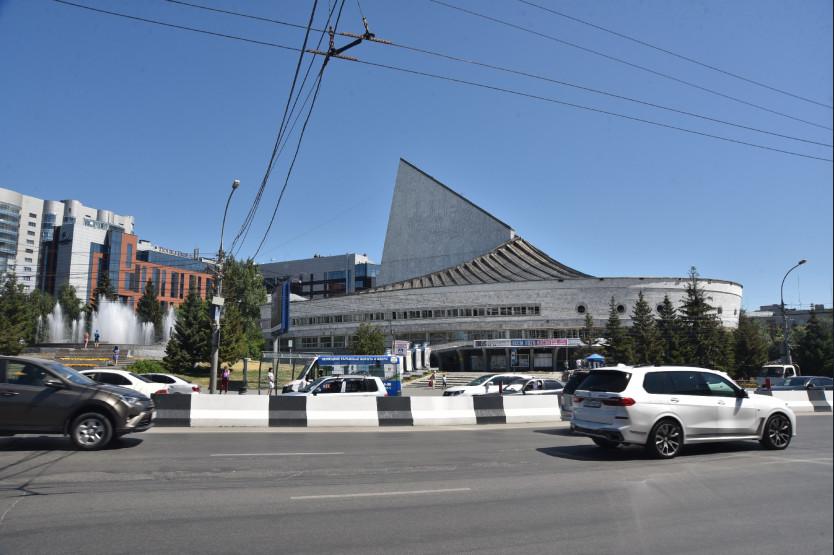 На реконструкцию крыши новосибирского театра «Глобус» потратят свыше 100 млн рублей