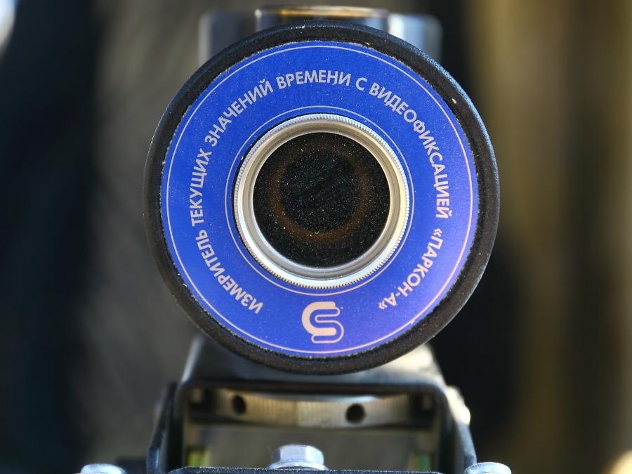 Новосибирские трамваи оборудовали системой фиксации автомобилей, которые заезжают на трамвайные пути