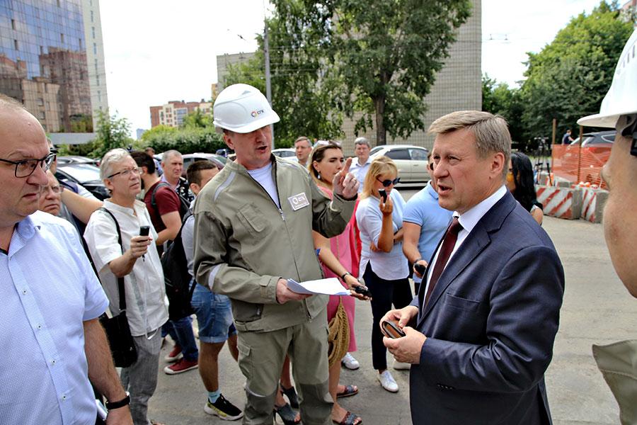 Ремонт дорог и теплотрасс по улице Фрунзе в Новосибирске