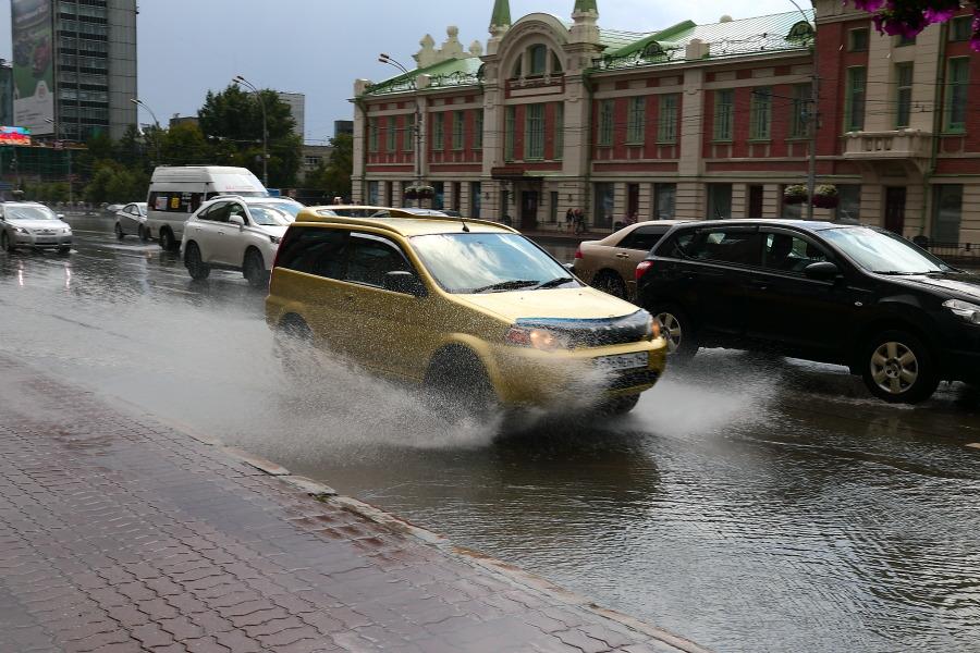 Грозы и проливные дожди задержатся в Новосибирске до конца недели