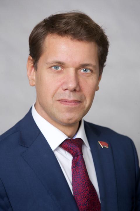 Депутат заксобрания Красноярского края, получивший срок за мошенничество, лишился мандата
