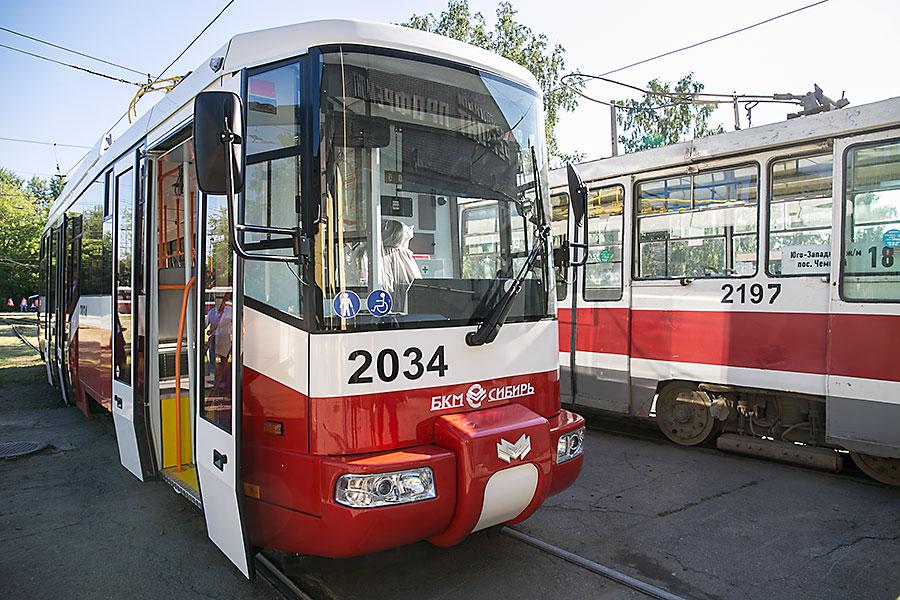Анатолий Локоть проинспектировал новые трамваи