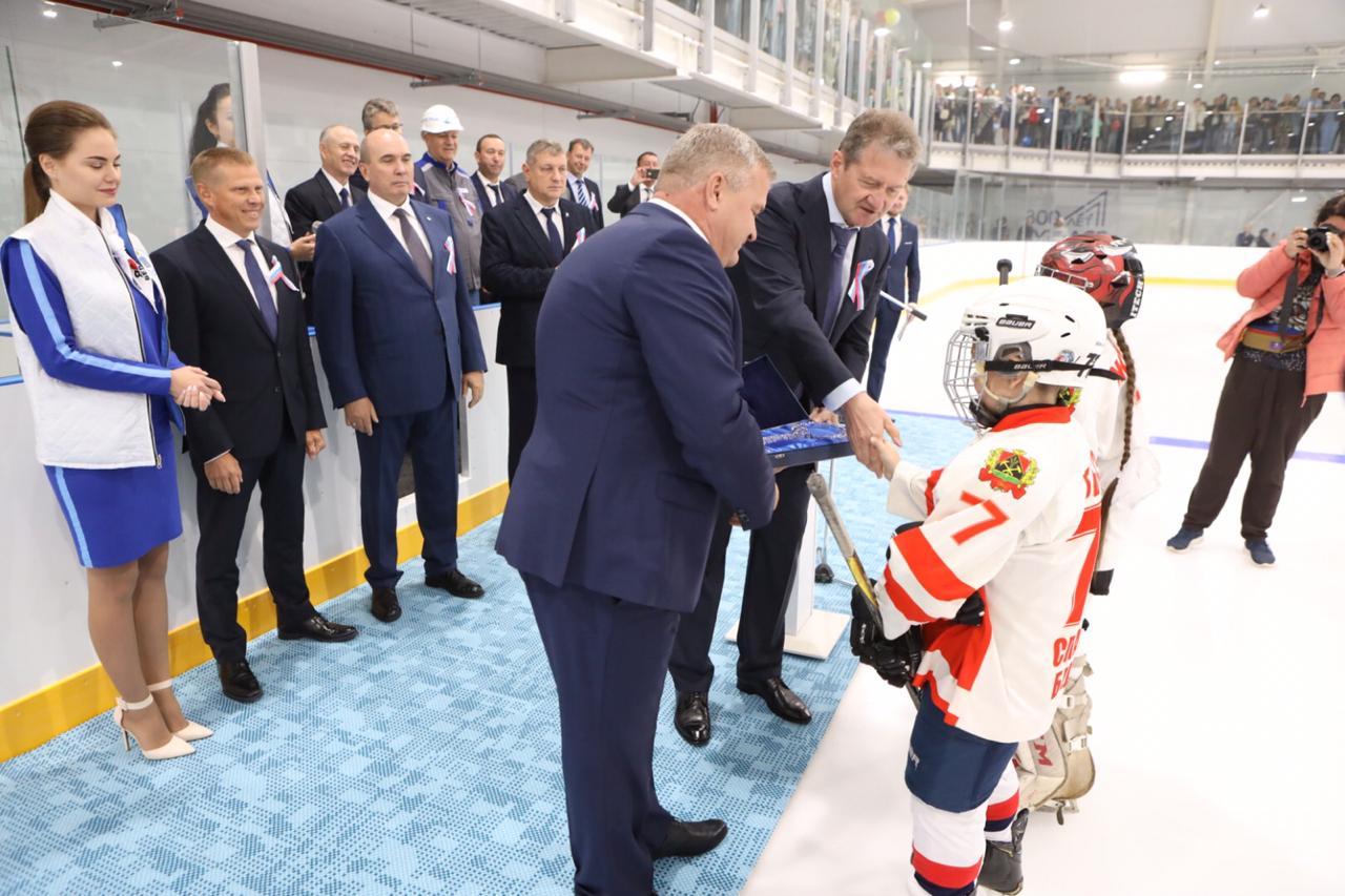 «Кузбассразрезуголь» открыл ледовый дворец спорта в поселке Бачатский