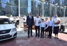 20 многодетных семей Новосибирской области получили ключи от новых автомобилей