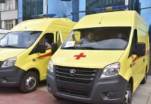 Андрей Травников вручил медикам региона ключи от автомобилей скорой помощи