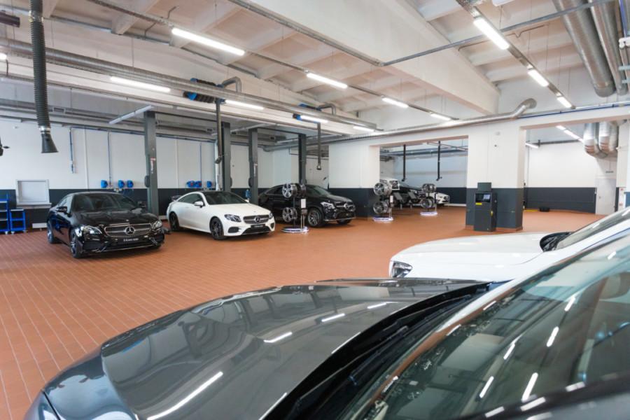 В Сибири открылся самый современный дилерский центр марки Mercedes-Benz - Фото