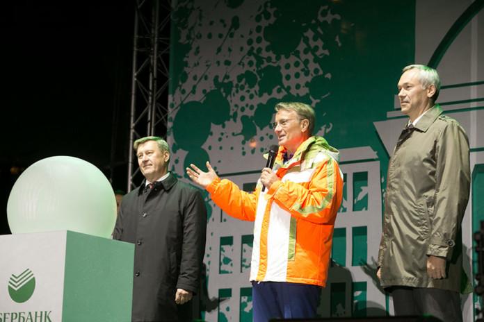 Миниатюра для: Герман Греф посетил Новосибирск: что может быть общего между юбилеем НГУ и фонтаном в парке