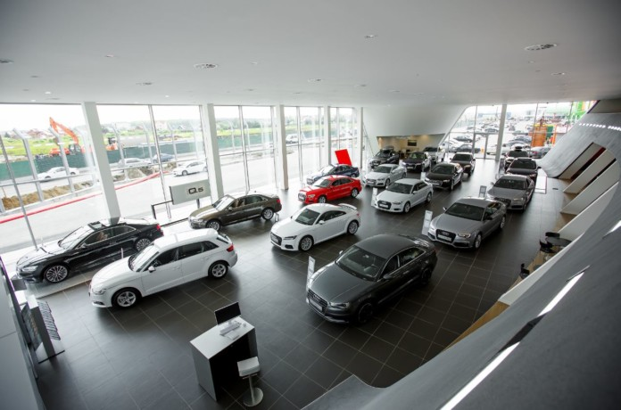 Миниатюра для: Где выгоднее покупать новый автомобиль премиум-бренда: в Новосибирске или Москве?