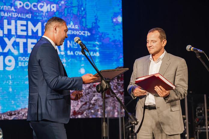 На фото слева направо: заместитель министра природных ресурсов и экологии Новосибирской области Евгений Рыжков и генеральный директор группы