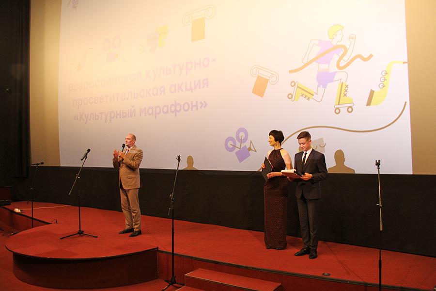 Губернатор Новосибирской области Андрей Травников приветствовал участников «Культурного марафона» для школьников