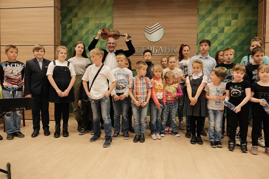 Сбербанк в Новосибирске провел для детей лекцию Михаила Казиника - Фотография