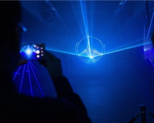 Световое и лазерное шоу на открытии дилерского центра