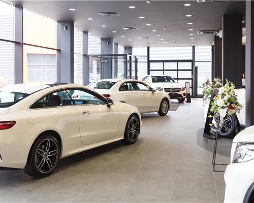 Центр располагает выставочной зоной для 6 новых легковых автомобилей Mercedes-Benz