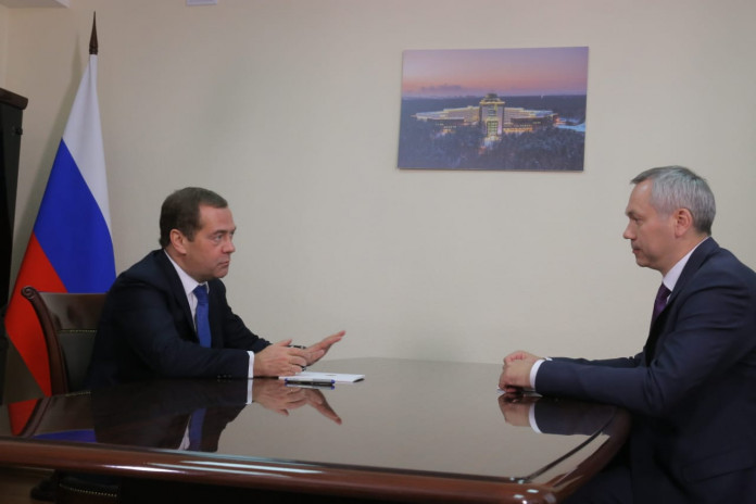 Миниатюра для: Дмитрий Медведев провел рабочую встречу с Андреем Травниковым