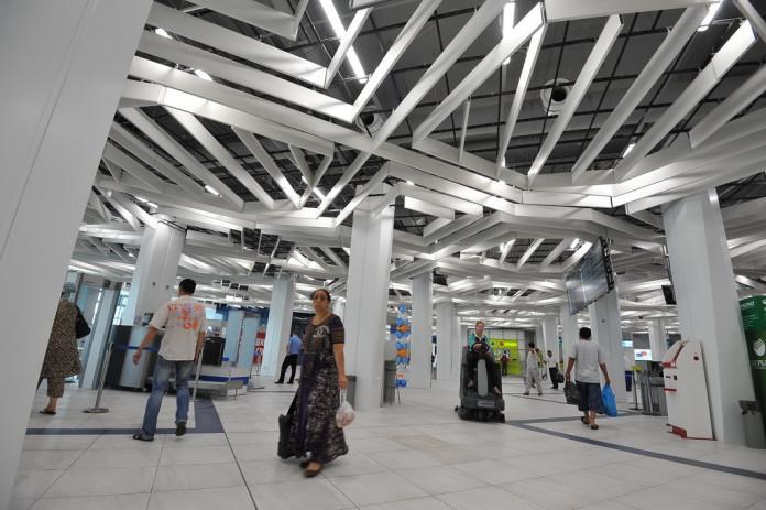 Миниатюра для: «Аэрофлот» закрыл пассажирам доступ в бизнес-зал Толмачево из-за разногласий с «Новапортом»