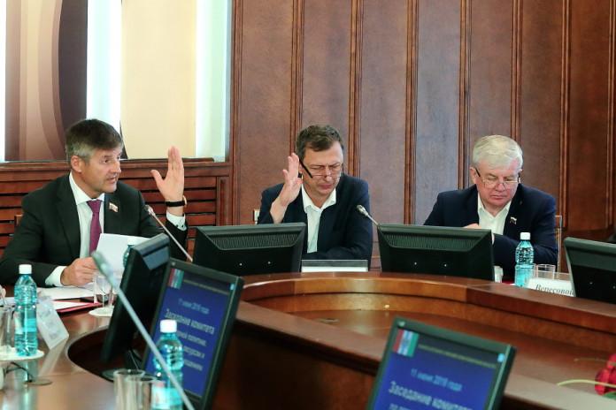 Миниатюра для: Налоговая нагрузка новосибирских аграриев озаботила депутатов
