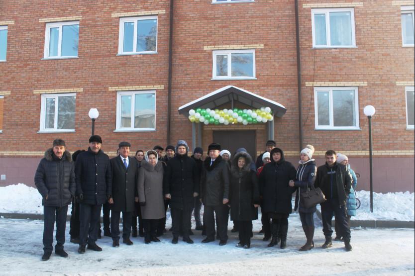 Более 100 жителей поселка Маслянино Новосибирской области получили ключи от новых квартир - Фотография