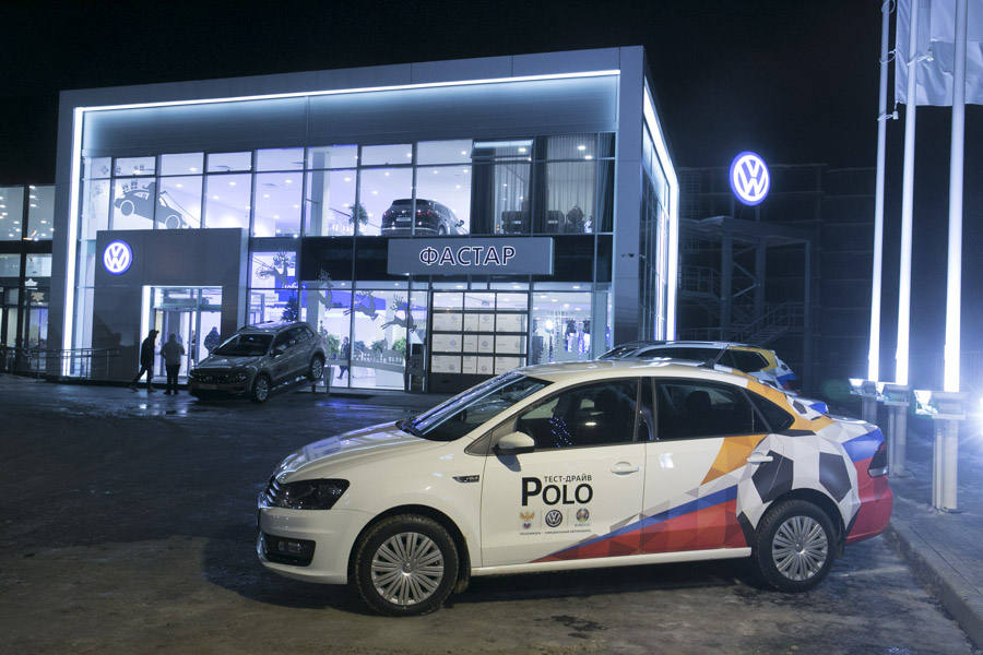 Глава Volkswagen в России Томас Мильц открыл в Новосибирске второй салон марки - Фотография