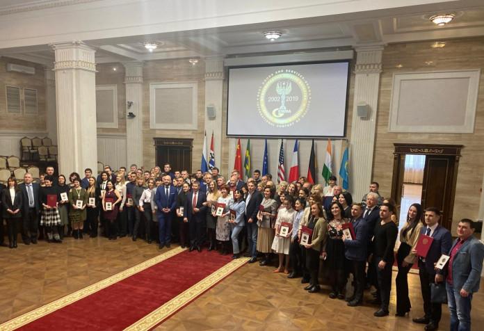 Миниатюра для: Предприниматели России получили золотые медали конкурса