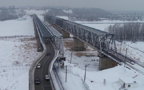 Миниатюра для: В Барнауле закрыли на ремонт Коммунальный мост через Обь