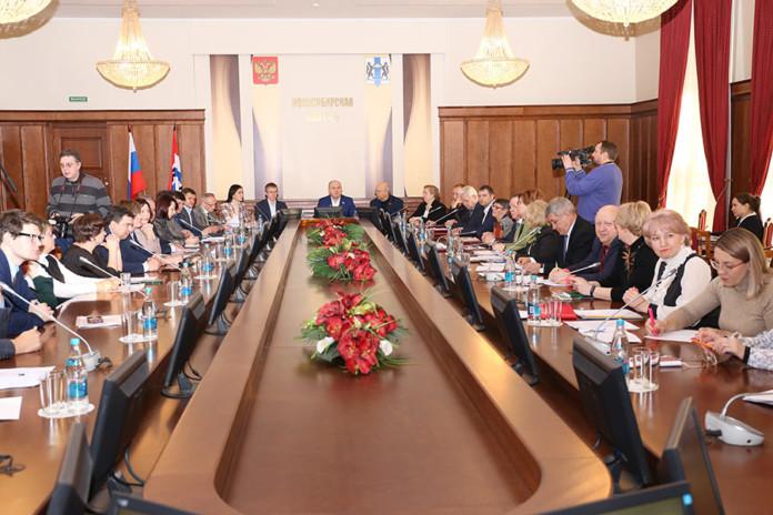 Миниатюра для: ФАПы, онкоцентр и электронные «трудовые»: парламентарии рассказали, чего реально стоит ждать новосибирцам в 2020 году