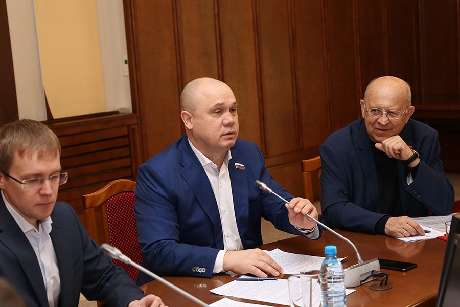 ФАПы, онкоцентр и электронные «трудовые»: парламентарии рассказали, чего реально стоит ждать новосибирцам в 2020 году - Фотография