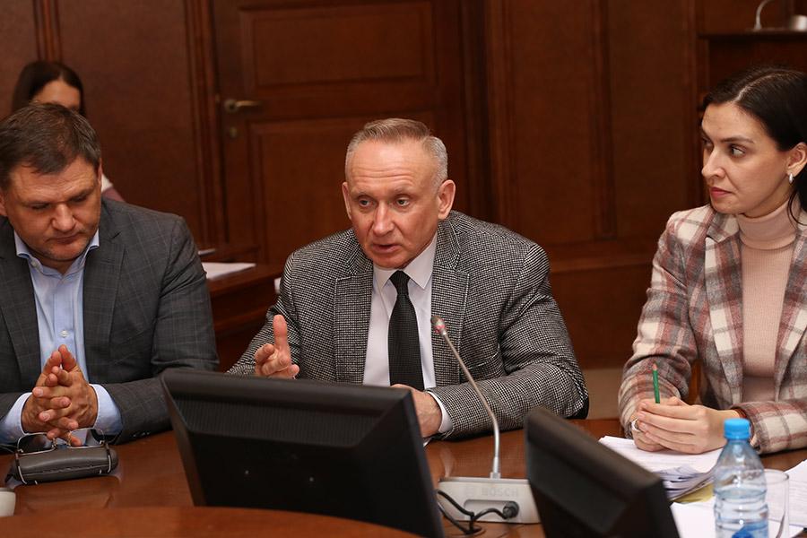 ФАПы, онкоцентр и электронные «трудовые»: парламентарии рассказали, чего реально стоит ждать новосибирцам в 2020 году - Изображение