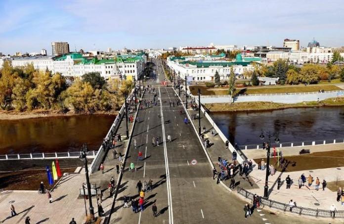 Миниатюра для: В Омске демонтируют больше 400 незаконных рекламных конструкций