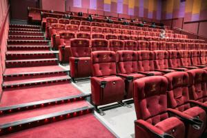 Из-за коронавируса ожидается падение трафика в ресторанах, кинотеатрах и торговых центрах